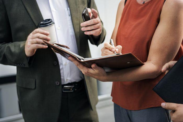 Condamnata pentru emiterea de asigurari RCA si de locuinte in fals